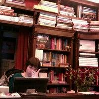รูปภาพถ่ายที่ Jak wam się podoba / As You Like It Bookstore โดย Anna K. เมื่อ 2/24/2012