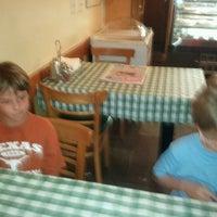 8/12/2012 tarihinde Nathan R.ziyaretçi tarafından Astro's Pizza and Felice's Ristorante'de çekilen fotoğraf