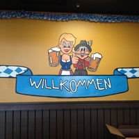 6/17/2012 tarihinde Ty B.ziyaretçi tarafından Wurst Und Bier'de çekilen fotoğraf