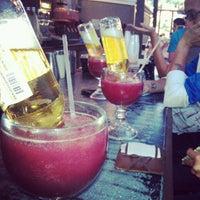 Foto scattata a Local Bar + Kitchen da Clifton L. il 6/26/2012