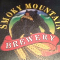 Foto tirada no(a) Smoky Mountain Brewery por Michelle D. em 5/11/2012