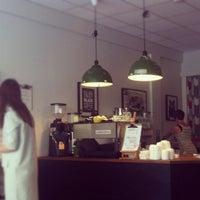Foto scattata a Good Life Coffee da Bogdana G. il 7/8/2012