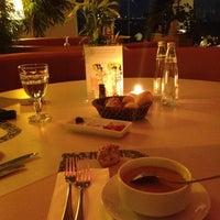 9/1/2012 tarihinde Burcu Ş.ziyaretçi tarafından Aqua Restaurant'de çekilen fotoğraf