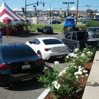 รูปภาพถ่ายที่ DCH Toyota of Simi Valley โดย Cesar V. เมื่อ 9/8/2012