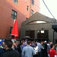 Foto tirada no(a) Kirkwood Bar & Grill por Leigha K. em 3/16/2012