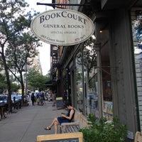 Foto tirada no(a) BookCourt por Leticia A. em 7/24/2012