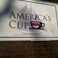 Photo prise au America's Cup Cafe par Heather D. le2/28/2012