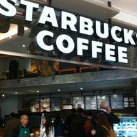 Foto tomada en Starbucks por  Mario O. el 7/27/2012