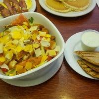 Foto diambil di Igloo Cafe oleh Gary M. pada 8/19/2012