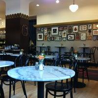 Снимок сделан в Toni Patisserie & Café пользователем Terri 5/13/2012