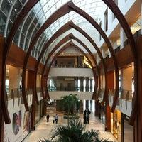 Foto tomada en 360° Mall por Khaled A. el 4/28/2012