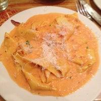 Photo prise au Bar Pitti par Jacob B. le7/18/2012