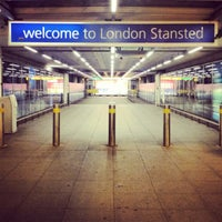 Foto diambil di London Stansted Airport (STN) oleh Tim P. pada 7/12/2012