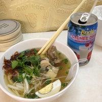 Снимок сделан в Lucky Noodles пользователем Sandra 7/14/2012