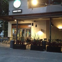 Снимок сделан в Starbucks пользователем Antonio d. 3/8/2012