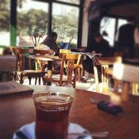 Photo prise au Çınaraltı Cafe par Belgin_studio le3/23/2012