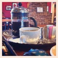 8/15/2012에 Melissa R.님이 Land of a Thousand Hills Coffee에서 찍은 사진