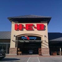 Снимок сделан в H-E-B пользователем Damon J. 3/4/2012
