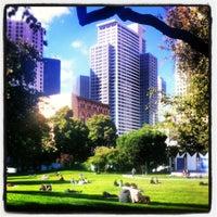 Foto tirada no(a) Yerba Buena Gardens por Michal K. em 7/18/2012