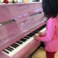 Foto scattata a Cosmo Music - The Musical Instrument Superstore! da Gordon L. il 5/6/2012