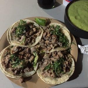 Los Tacos Y Pizza De Chikis