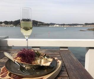 葉山の海景色とおしゃれなレストランで味わうリゾート旅