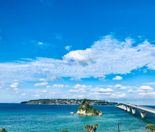 沖縄のエメラルドグリーンの海を満喫する旅