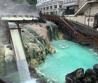 草津の定番、湯畑と食べ歩きを楽しむ旅