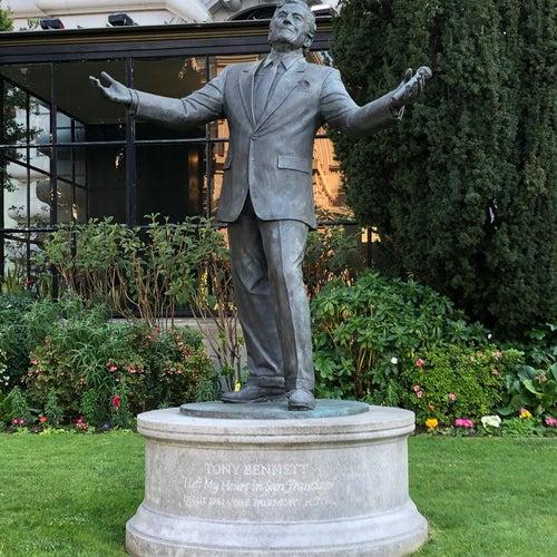 Tony Bennett Statue