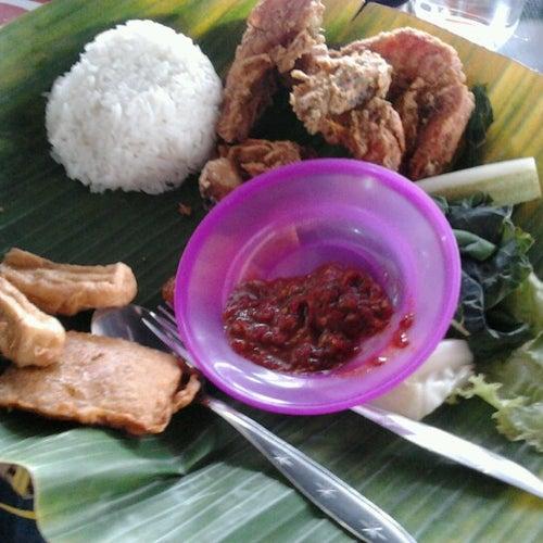 Raja Kuliner Simpang Lima Banda Aceh