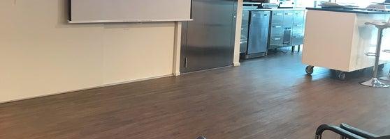 bf4233f6b6a Meeldis Tammsaare Ärikeskus, esimesel korrusel oli tore infoletis teenindaja  ja Deili kohvikus olid teenindajad superlux teenindusega.