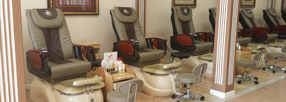 Awesome Nail Salon with awesome service. They just remodel also, all brand new spa chair & salon furniture. Gotta check it them out!