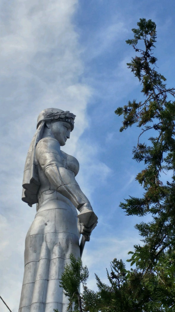 بزرگترین مجسمه و نماد تفلیس، مادر گرجستان