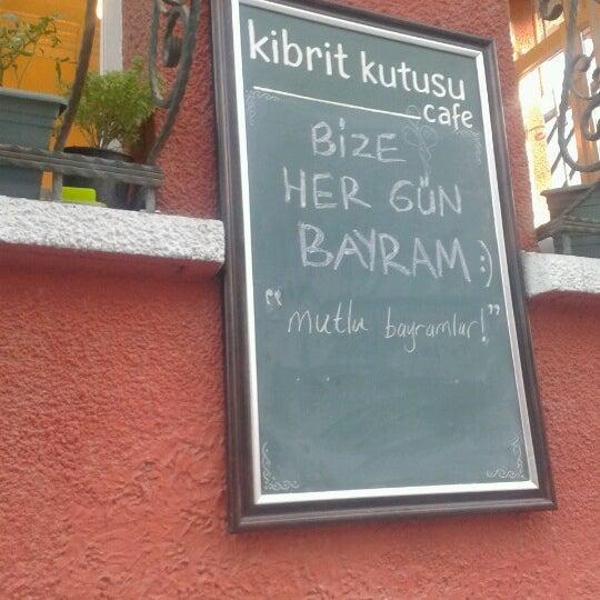 Das Foto wurde bei Kibrit Kutusu von Gökhan am 8/20/2012 aufgenommen