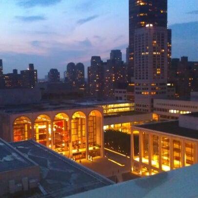 Снимок сделан в The Empire Hotel Rooftop пользователем Evgen P. 5/27/2012