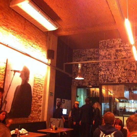 5/26/2012 tarihinde Carolina J.ziyaretçi tarafından Rock 'n' Roll Burger'de çekilen fotoğraf