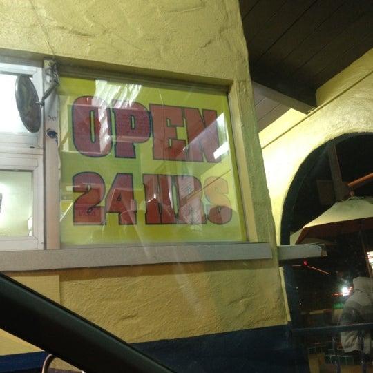 Foto tomada en Taco Fiesta por Anthony W. el 4/29/2012