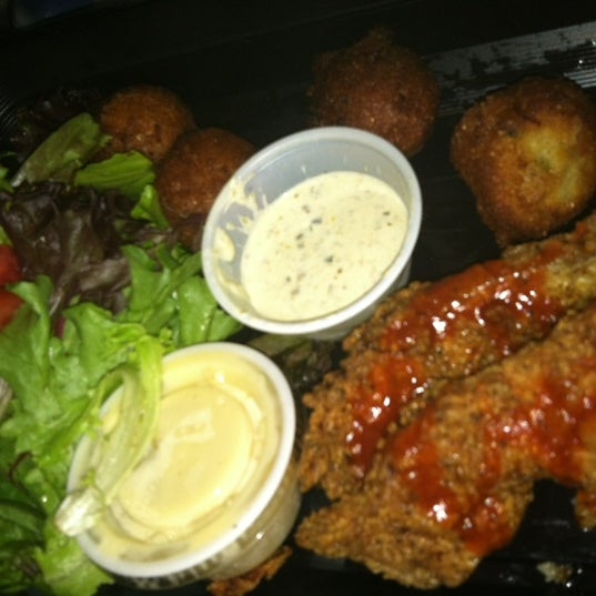 Foto tirada no(a) The Big Ketch Saltwater Grill por SuperDopeKarmen em 7/29/2012