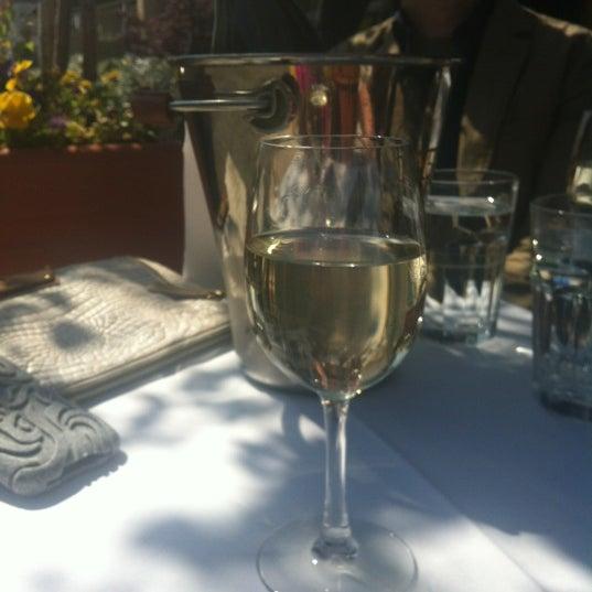 Foto diambil di Vivo Restaurant oleh Kamilah M. pada 5/16/2012