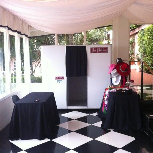 Снимок сделан в La Valencia Hotel пользователем Michael G. 8/5/2012