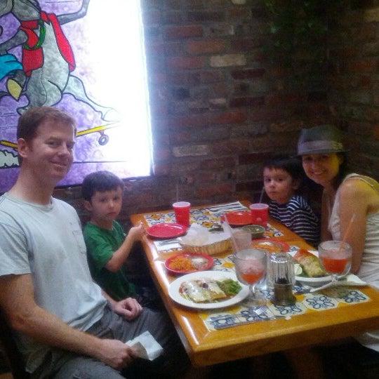 Foto scattata a Burrito Loco da Frank O. il 8/5/2012