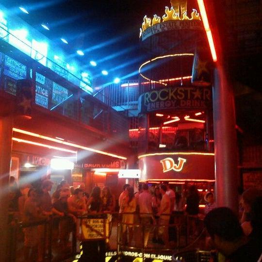 Foto scattata a El Squid Roe da Jo C. il 3/31/2012