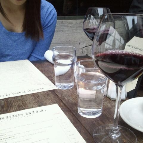 Foto tirada no(a) Bankers Hill Bar & Restaurant por Dianne M. em 3/16/2012