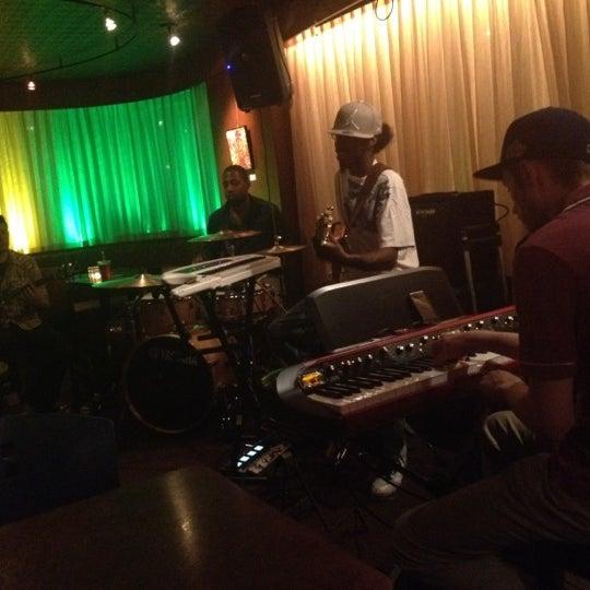 รูปภาพถ่ายที่ Tea Zone & Camellia Lounge โดย Mandy F. เมื่อ 8/30/2012