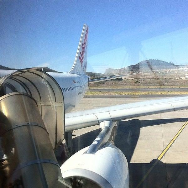 Photos at Puerta 05 / Gate 05 (Aeropuerto Tenerife Norte