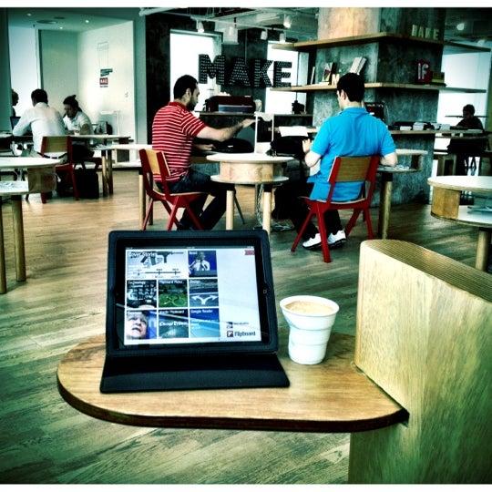 รูปภาพถ่ายที่ MAKE Business Hub โดย Faris K. เมื่อ 7/26/2012