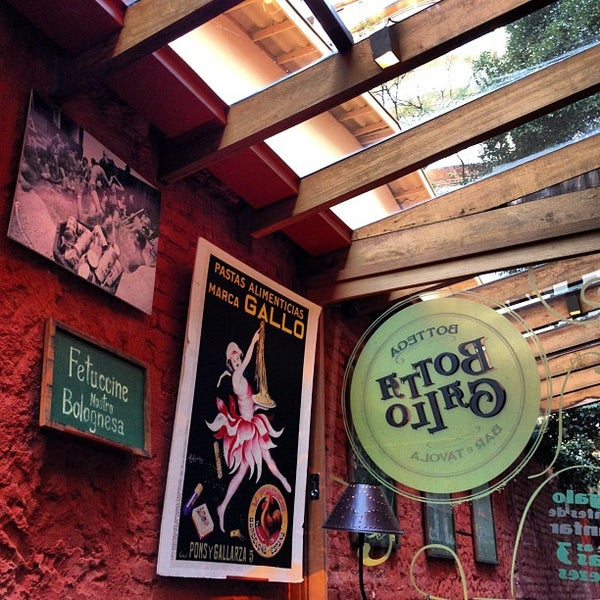 รูปภาพถ่ายที่ Bottega Bottagallo โดย bernardo m. เมื่อ 9/8/2012