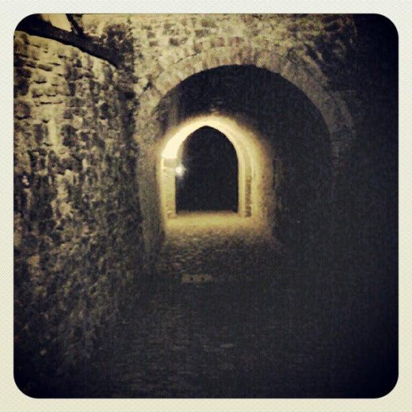 Das Foto wurde bei Castello di Zavattarello von Sara F. am 8/16/2012 aufgenommen