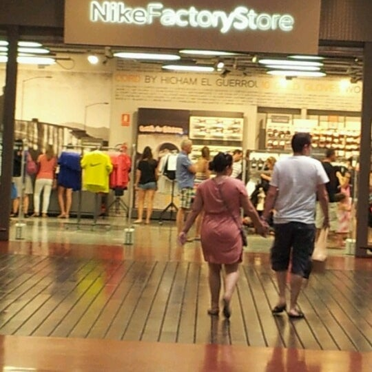 Leyes y regulaciones Múltiple cascada  Photos à Nike Clearance Store Alicante - San Vicente, Communauté Valencienne