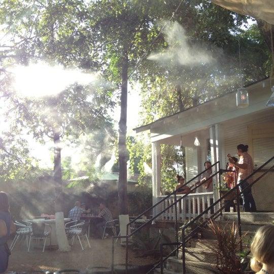 Das Foto wurde bei Papi Tino's von Paul B. am 7/7/2012 aufgenommen